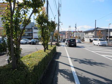 和田橋通りに自転車レーンとマナーの悪い高校生