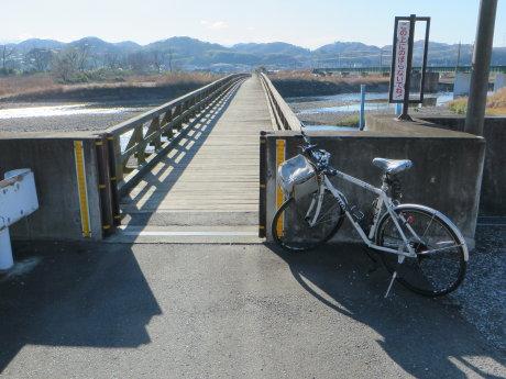 木造の「佐野橋」へ