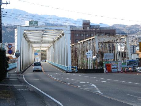 北側歩道架け替え工事中の大正橋の反対側から