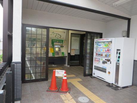 渋川駅のツバメ