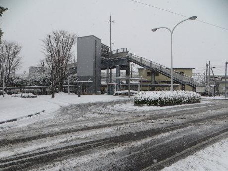 雪の新前橋駅
