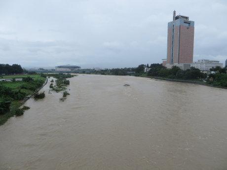 大雨で利根川も増水