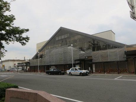 新前橋駅は修繕工事中