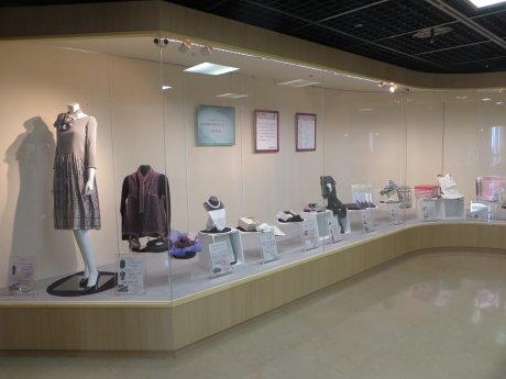 ぐんまブランドの絹製品が展示中です