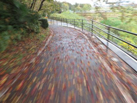 自転車で上三原田の歌舞伎舞台へ