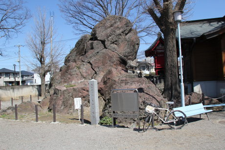 岩神の飛石は浅間山から