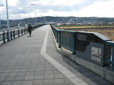 烏川に架かる聖石橋
