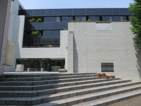 耐震化工事が終わった県立図書館へ