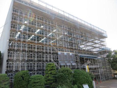 大規模改修工事中の臨江閣が見学できます