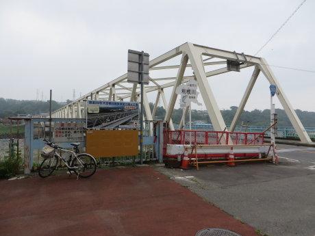 大正橋の歩道橋架け替え工事は止まったまま