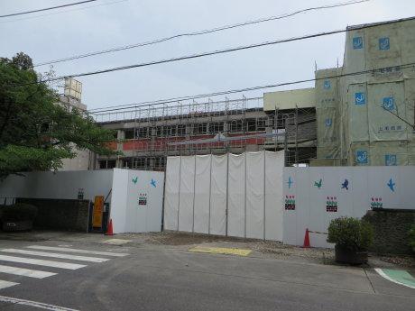 解体工事中の桃井小学校