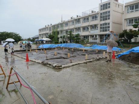 元総社小学校で行われた遺跡発掘調査の現地説明会へ