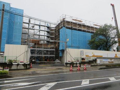 新校舎の建設工事中の元総社南小学校