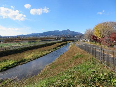滝の沢川沿いをサイクリング