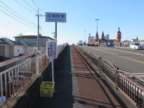 前橋陸橋にもスリップ防止の砂
