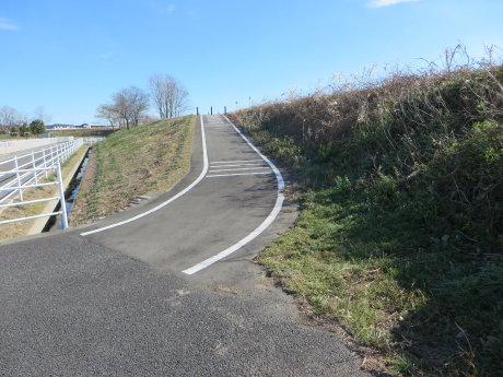 下増田のサッカー場から新須永橋までのサイクリングロード?