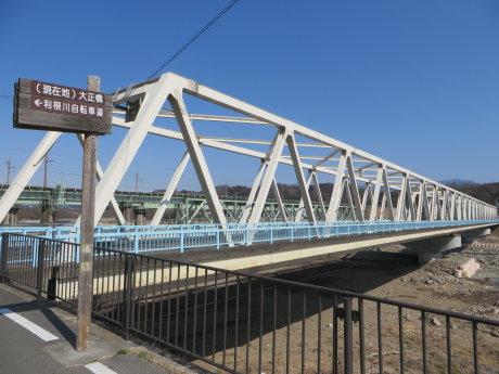 大正橋の歩道橋架け替え工事が進んでました