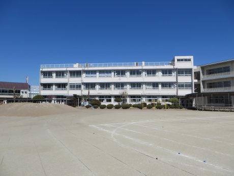 元総社南小学校の旧校舎も見学