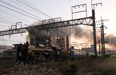 夜の蒸気機関車