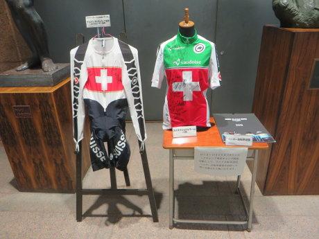 前橋市役所にスイスナショナルチームのサイクルジャージが