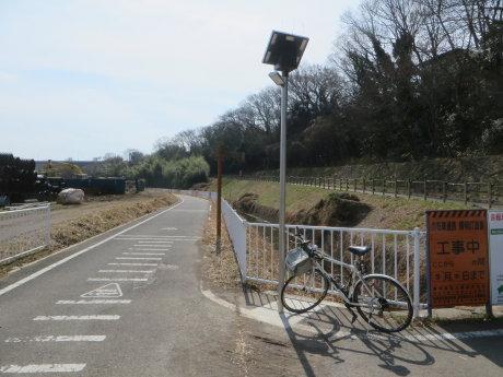 サイクリングロードに照明灯