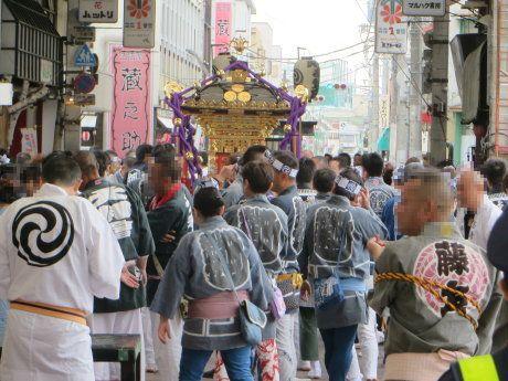 高崎神社の宮みこし巡行