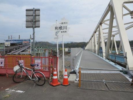 大正橋は高欄設置工事中