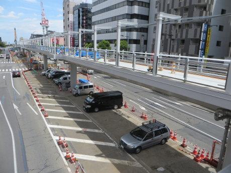 高崎駅東口のペデストリアンデッキ築造工事中