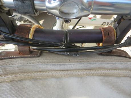 フロントバッグのベルトにラダーロックストラップ