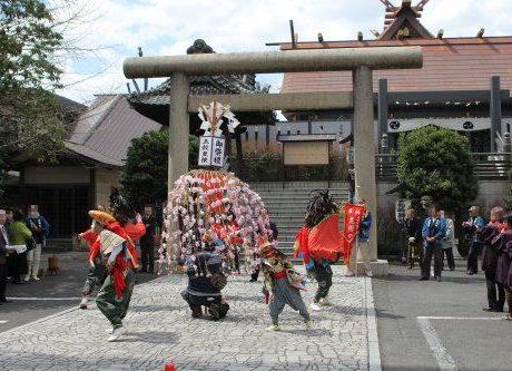 高崎神社で並榎獅子舞奉納