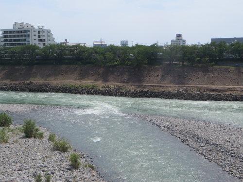 利根川で風景を魅せるインフラ維持管理工事