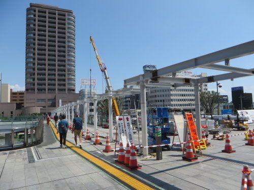 高崎駅東口ではペデストリアンデッキ屋根設置工事